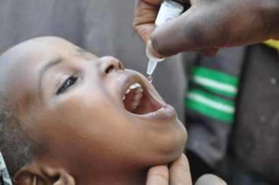 how does an oral polio vaccine works?