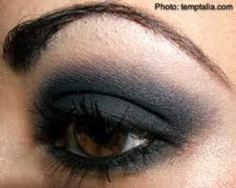 A Makeup How-To For Smokey Eyes